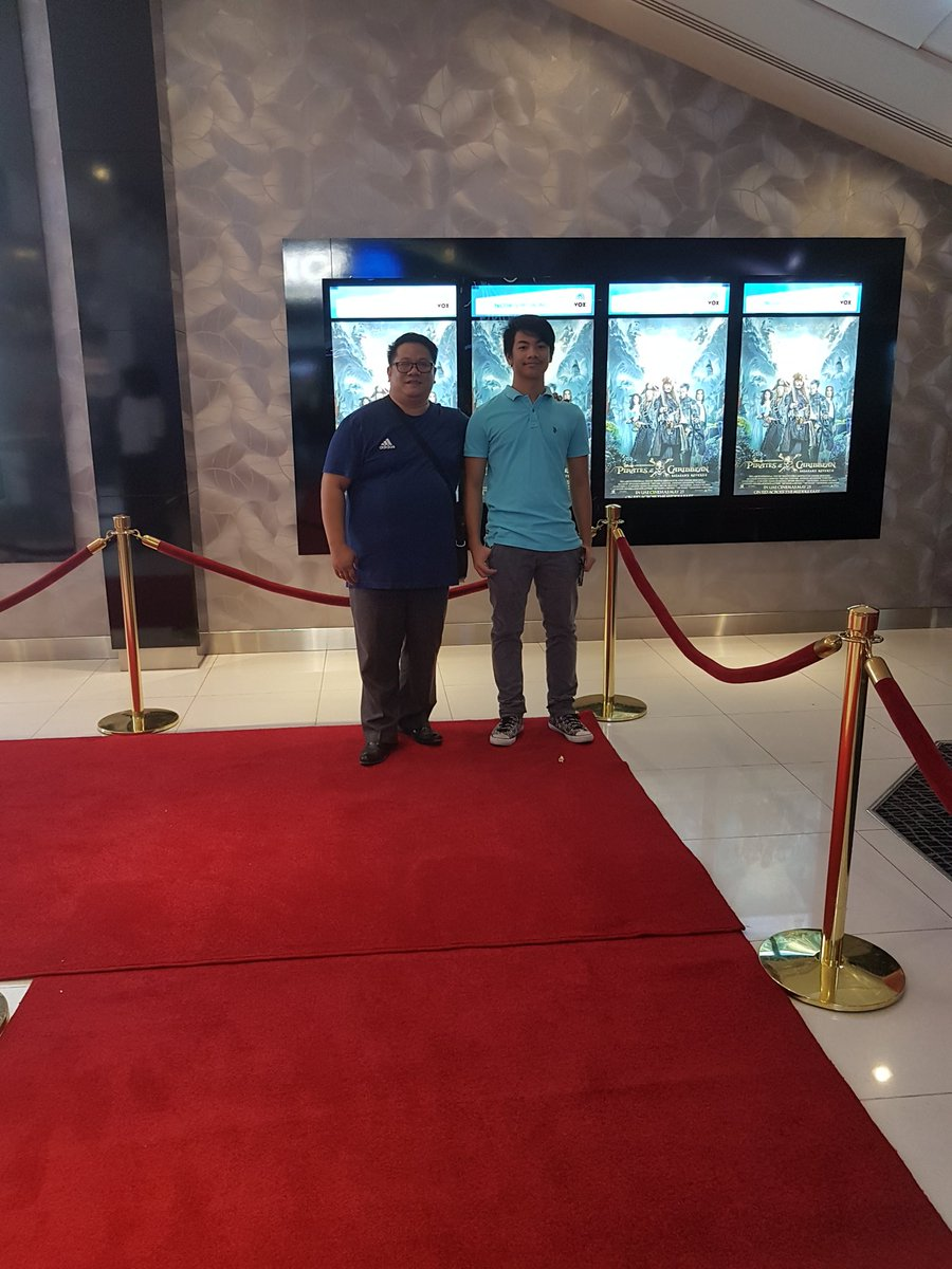 Me and my son at the #potc5 premiere at #voxcinemasoman<br>http://pic.twitter.com/sstRFxL96x