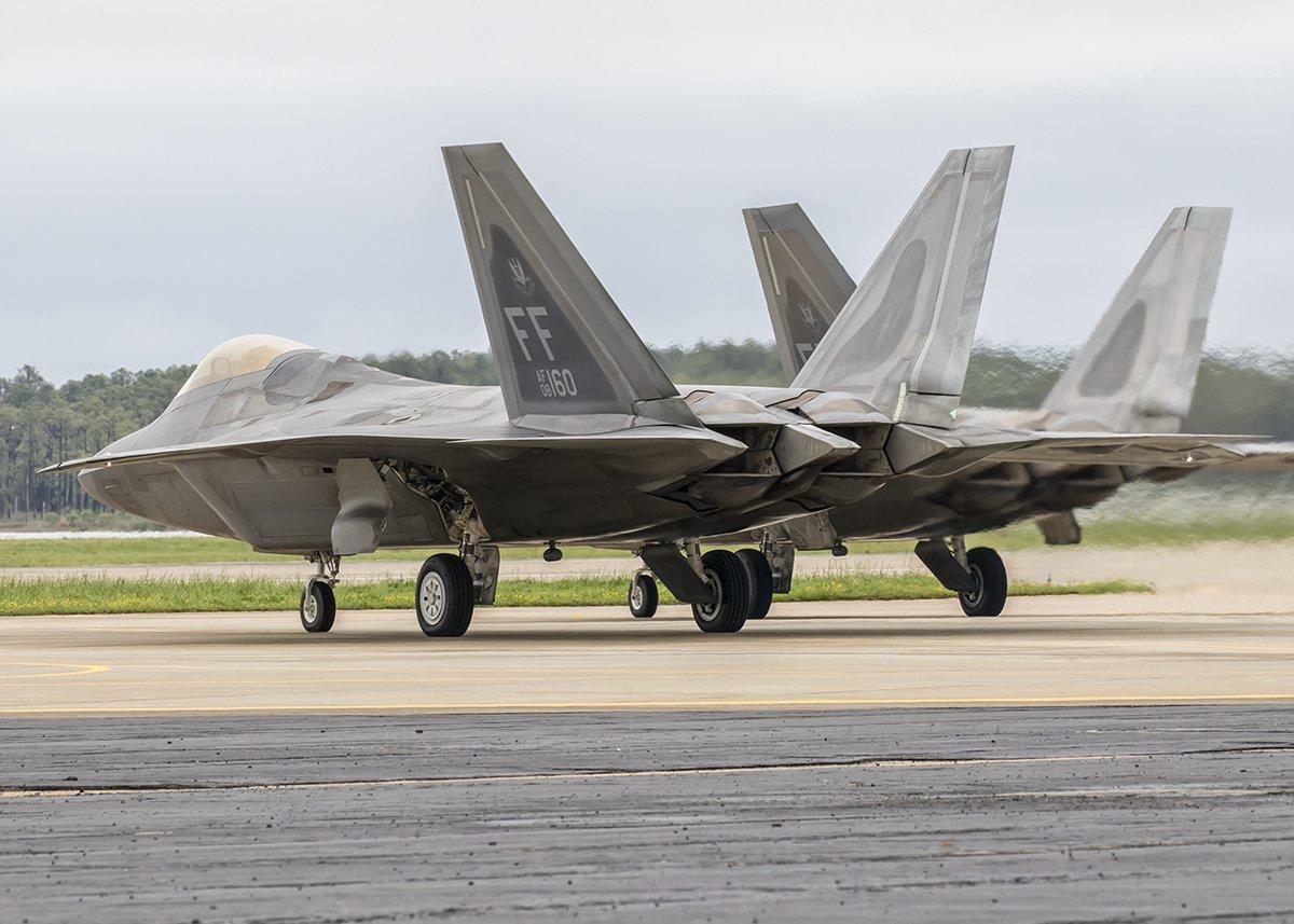 مقاتله الجيل السادس الامريكيه : هل تنهض ال F-22 raptor من الرماد ؟ DC1V6N_WAAAQZco