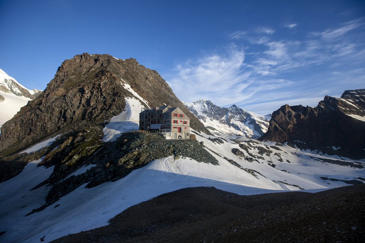 Plan a new kind of skiing adventure! Try #SkiTouring &amp; stay in some of #Valais&#39; hidden lodges.  https://www. thesnowcentre.com/snowsure/news/ 5-ski-touring-mountain-huts-cabins--lodges--switzerland &nbsp; … <br>http://pic.twitter.com/i4QYRzSn21