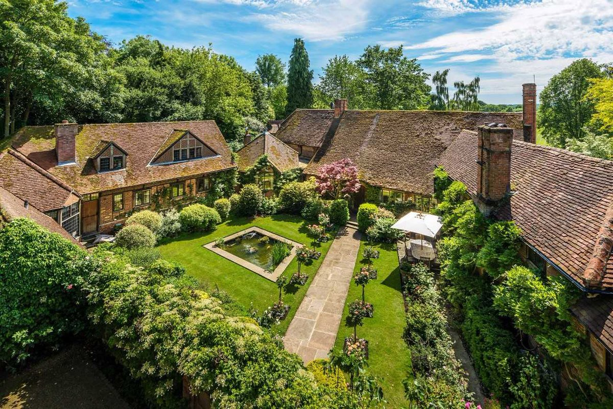 Today&#39;s #PropertyoftheDay: A 17th century #farmhouse with a #roof said to be a #SirEdwinLutyens - @Savills  https://www. countryandtownhouse.co.uk/property/home- inspiration-best-properties-on-the-market/ &nbsp; … <br>http://pic.twitter.com/anS4PfDgDq