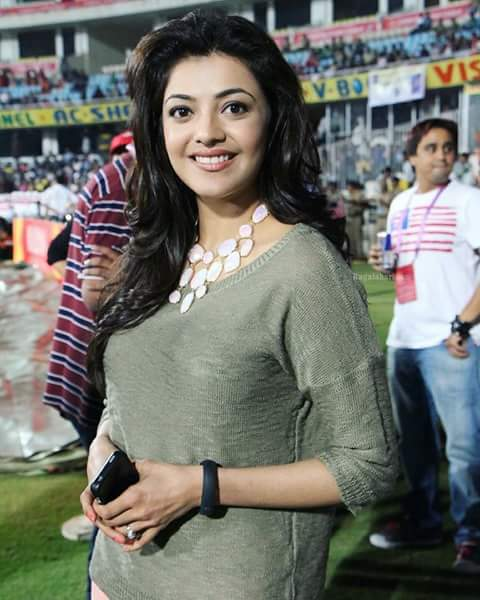 @MsKajalAggarwal looking gorgeous and so pretty.#askkajal for comment. <br>http://pic.twitter.com/pq5n8p4yXC