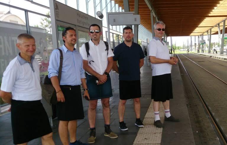 Interdits de porter le bermuda, les chauffeurs de bus et de tram portent la jupe contre la canicule à Nantes /20minutes