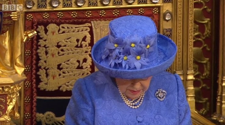 Not to be facetious but the Queen's hat looks like the European Union flag https://t.co/1nDJ3sWDTd