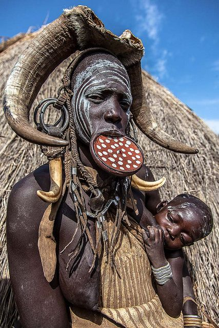 #allaitement dans le #monde, en #Ethiopie, Photo d&#39;Anthony Pappone - Mursi tribe woman-mago national park-omo valley-ethiopia<br>http://pic.twitter.com/jyN8ToZSDI
