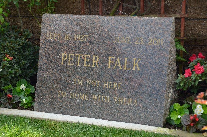 #RIP Peter Falk, who died 6 years ago today. Even the message on his headstone is packed with fun and character... <br>http://pic.twitter.com/HOzrAf8RkT