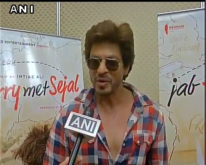 Yoga is a one of the finest exercises, I used to practice it earlier. Got injured on the shoulder 3 years ago: Shah Rukh Khan #YogaDay