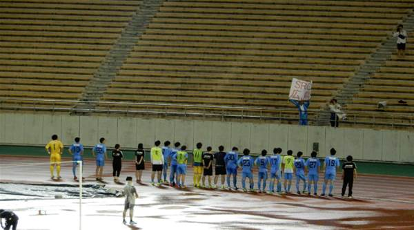 SRC Hiroshima thank their lone fan after losing 6-0 at Nagoya Grampus https://t.co/wQlvlkiCRD #football https://t.co/mfEgaBtjEM