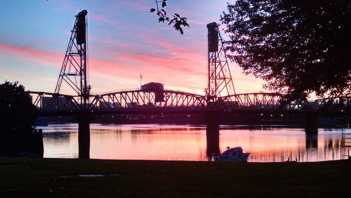 #pdxtst And this is how summer really begins in PDX, with a pre-5 a.m. dawn of pink. Lovely. <br>http://pic.twitter.com/jE59Ql840h