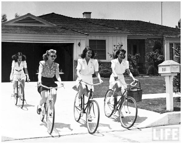 I'm digging this photo of Rita Hayworth and her mates on bikes in Pasadena in the 40s