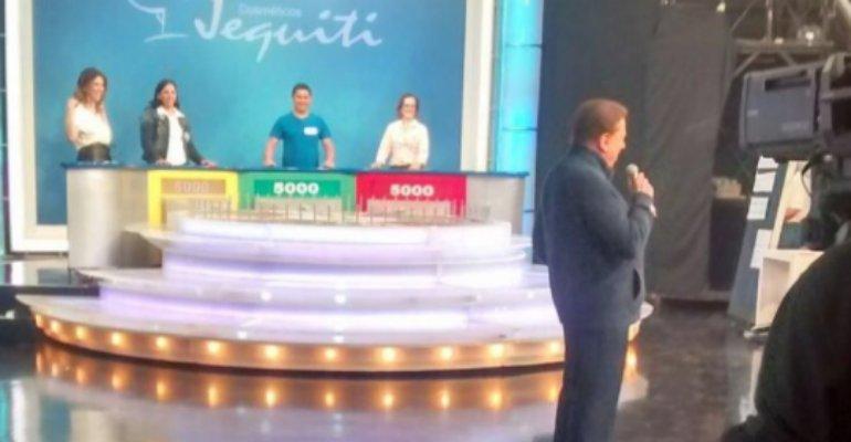 Silvio Santos dirige a filha Rebeca Abravanel em programa https://t.co/T11rYkLNZN