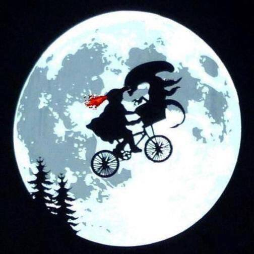 I don&#39;t think he wants to phone home... #horror <br>http://pic.twitter.com/03vZ7AAVQu