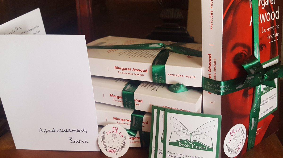 I'm hiding copies of The Handmaid's Tale in Paris! Je cache des copies de La Servante Ecarlate dans tout Paris! #OSSParis @the_bookfairies 📚