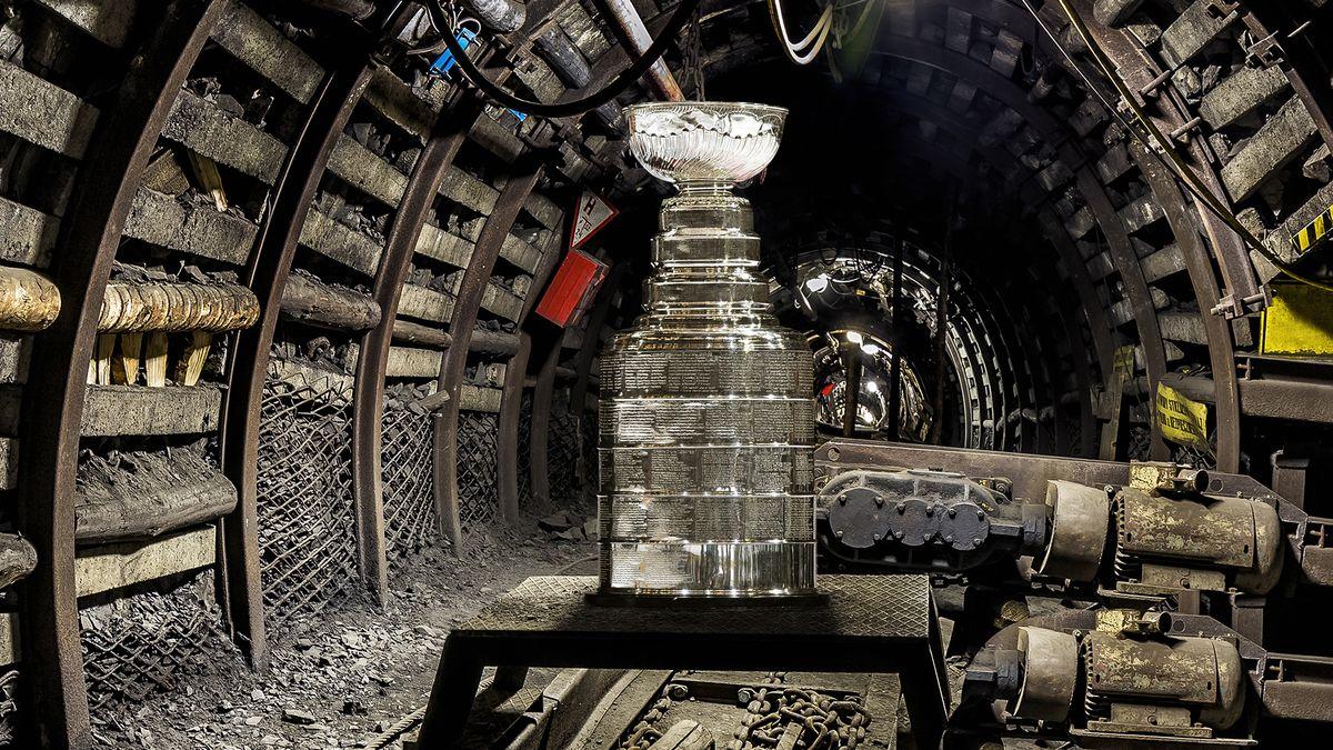 Stanley Cup Visits Hometown Ore Mine During Road Trip Through Pennsylvania trib.al/Ag0lJn1