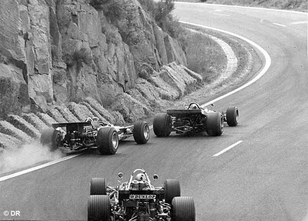 #PicOfTheDay In Clermont Ferrand, If you exceed track limits, you&#39;ll crash. Pic: 1969 French GP @FormulaOneWorld @BWOAHF1 @44Herman<br>http://pic.twitter.com/yKePBW5YgD