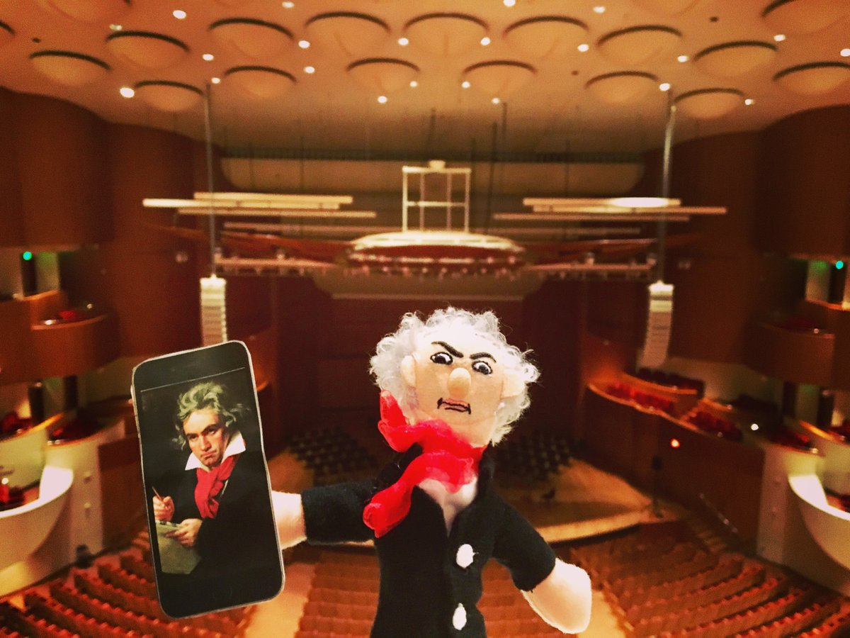 Beethoven showing off his latest masterpiece on #NationalSelfieDay #meyerhoff #selfie #bso <br>http://pic.twitter.com/Zye0fTUepl