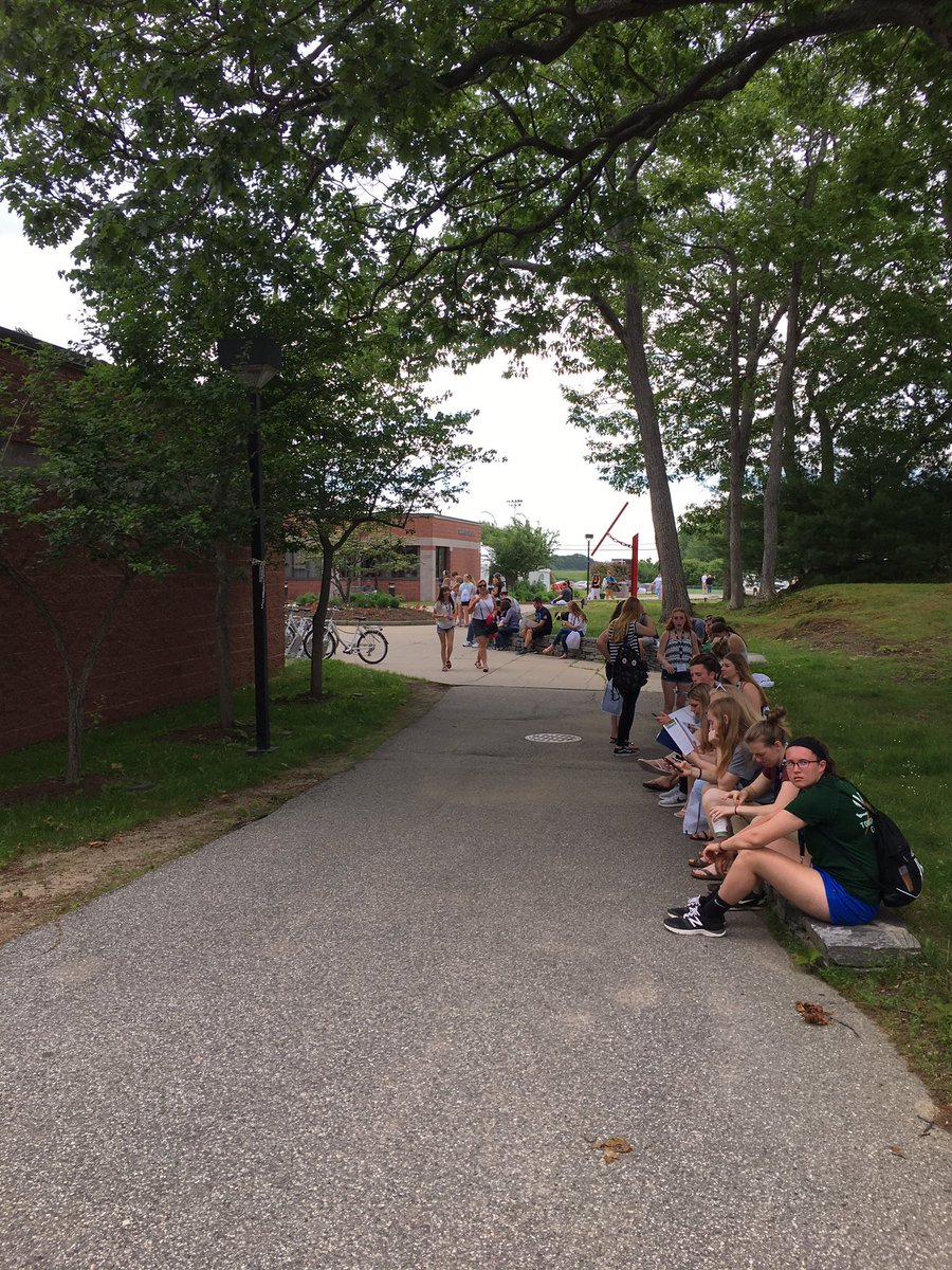 The first round of Summer Orientation students are officially here on campus! Welcome &amp; enjoy your session  #UNE #lifeatUNE<br>http://pic.twitter.com/DEwfjNt9s6
