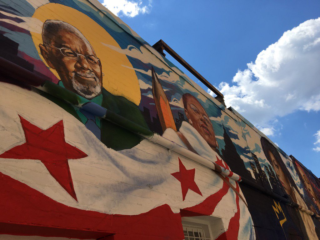 NBC4&#39;s Jim Vance &amp; DC Del Eleanor Holmes Norton part of new Ben&#39;s Chili Bowl mural on U St. #NBC4DC <br>http://pic.twitter.com/R37CkhPaHI