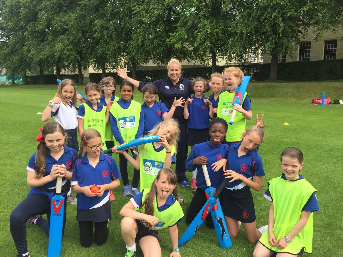 Thanks to Kirsty from @CricketScotland for a fun &amp; educational session with P6 students! #NewGame #Striking #Fielding #Teamwork #teamstgs<br>http://pic.twitter.com/j3QSGvPF8h