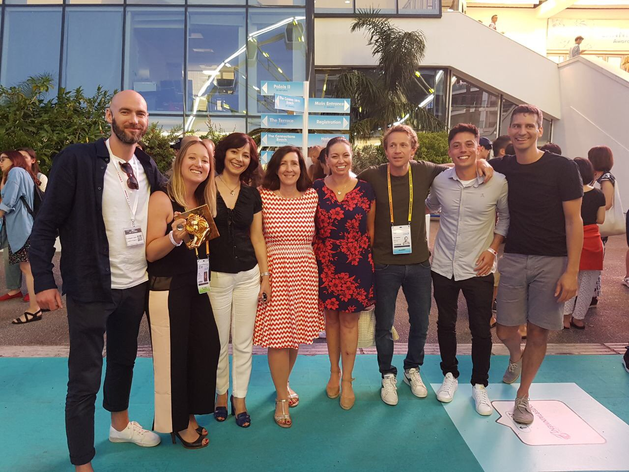 A great pic of a glorious team with their gold award! Well done @saatchilondon @Telekom_group #CannesLions https://t.co/VMv1Ocr9ml