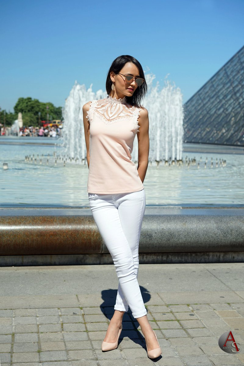 Parisian vibes are good for my soul  Photographer : @Asdinstepout  #OutfitOfTheDay #ootd #PicOfTheDay #Mode #Paris #Louvre #Summer #Love<br>http://pic.twitter.com/YYPZyVyCMf