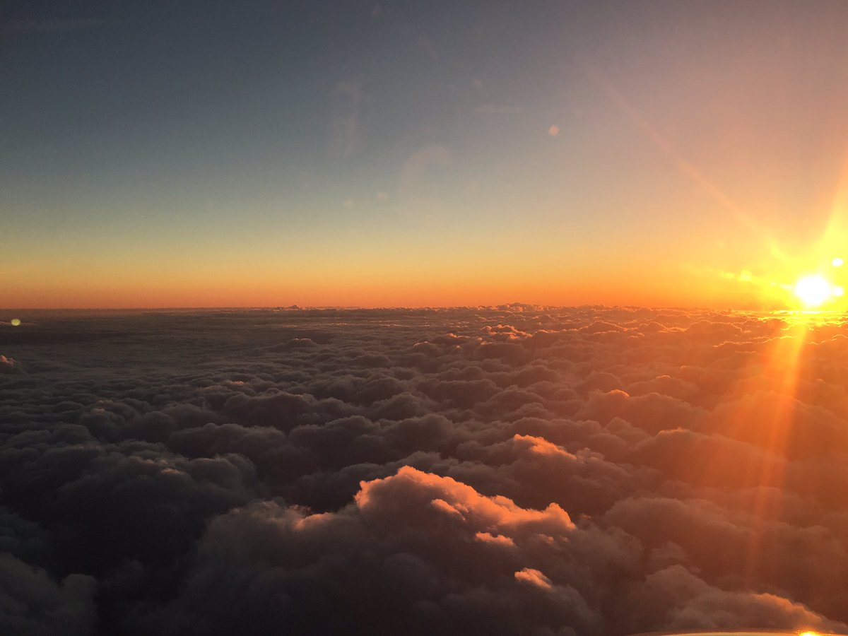 Not a bad way to bring in #summer, don&#39;t you think? #komonews #Sun #Sunset #Clouds #Sky #Horizon #Plane #Fly<br>http://pic.twitter.com/qhOahoIkbi