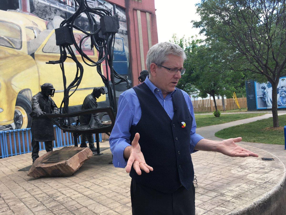 MT @CBezaireCTV: #NDPldr candidate @CharlieAngusNDP in #Windsor  talking jobs, pension &amp; #NAFTA renegotiations.<br>http://pic.twitter.com/CAU3yoVOig