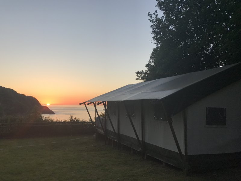 Trial run for #NationalUnpluggingDay whilst #Glamping #GoGadgetFree #DevonHour https://t.co/OJlnAYD89T #playmatters https://t.co/Mxtnork5SY