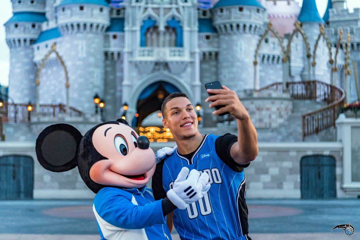 "Aaron Gordon on Twitter: ""Let's go ride some rides! But first...  #NationalSelfieDay… """