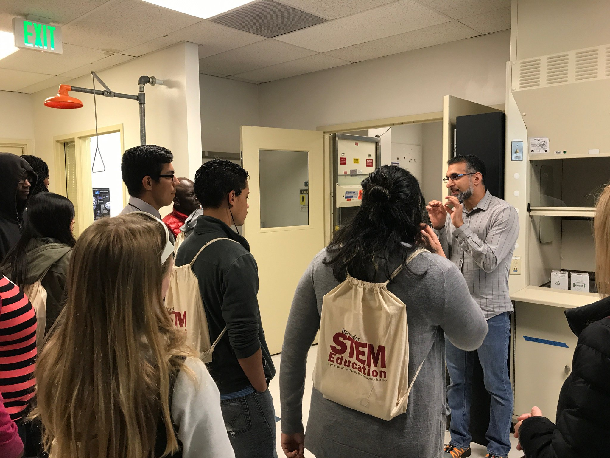 Advanced Microscopy Facility @LBNLBioSci a great place for #STEMEducation. #BioMBIB #BioSciNextGen  https://t.co/CUDA4HbQ7s https://t.co/Wd7iaJIIWl