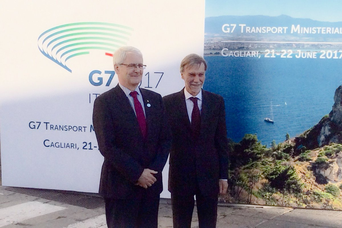 Minister Garneau thanked his  host Minister @graziano_delrio &amp; discussed the exciting opportunities that will be created by #CETA @G7<br>http://pic.twitter.com/vCrdO88UHs