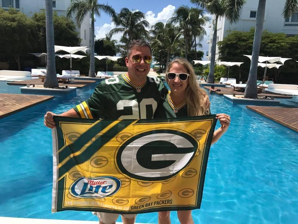 "Packers fan takes wife's last name ""Packer"" at wedding https://t.co/bLpf3CRpcM https://t.co/aCGFKyEuaO"