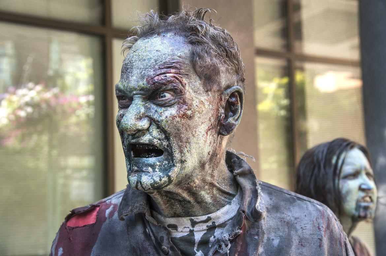человек против зомби картинки оценке земельного участка