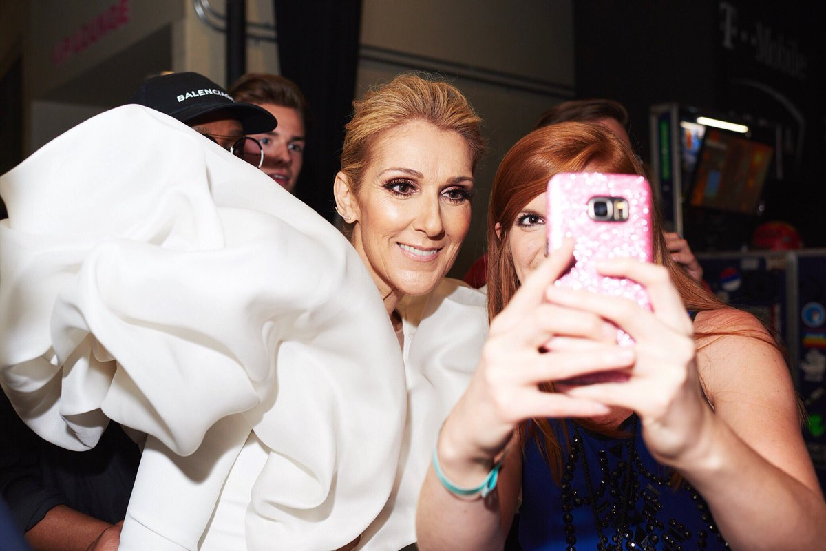 Everyone wanted a selfie with @celinedion at the #BBMAs 👑 #NationalSelfieDay