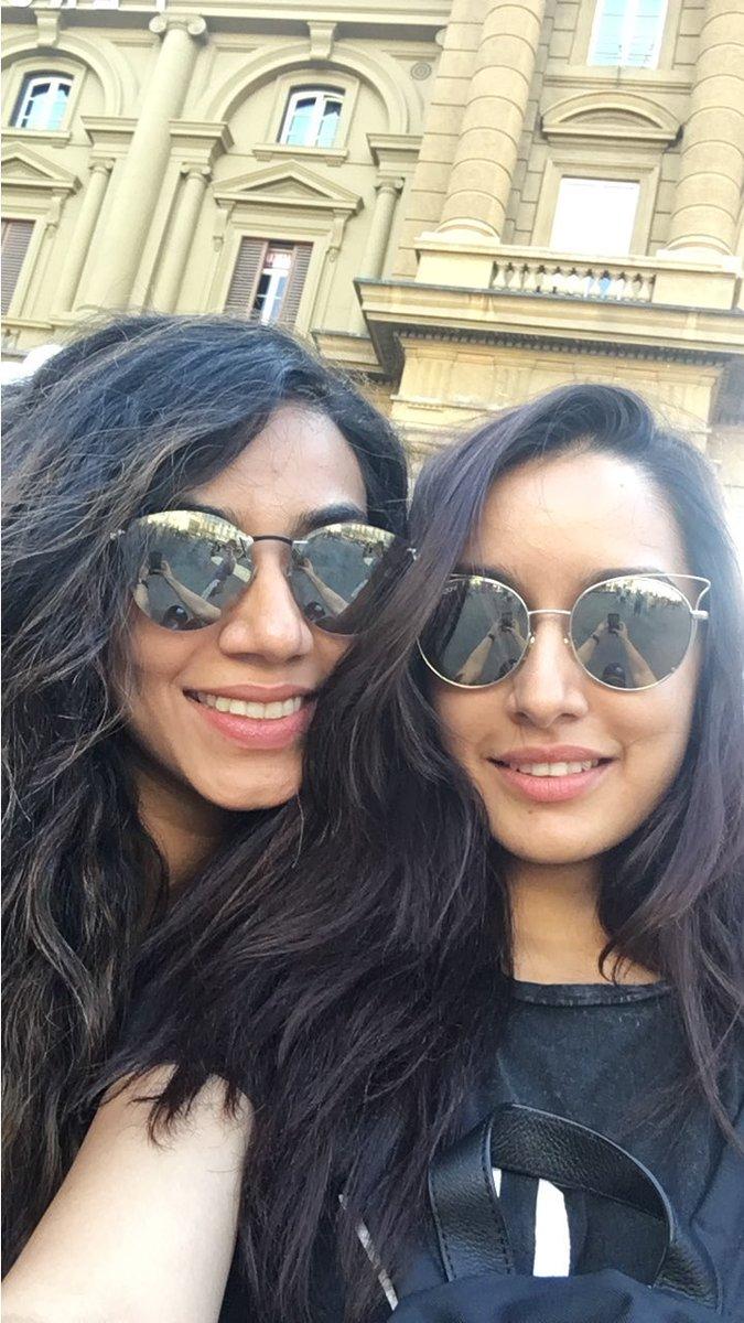 [PICS]: @ShraddhaKapoor & @EshankaWahi Enjoying Their Holidays In Italy! ❤️