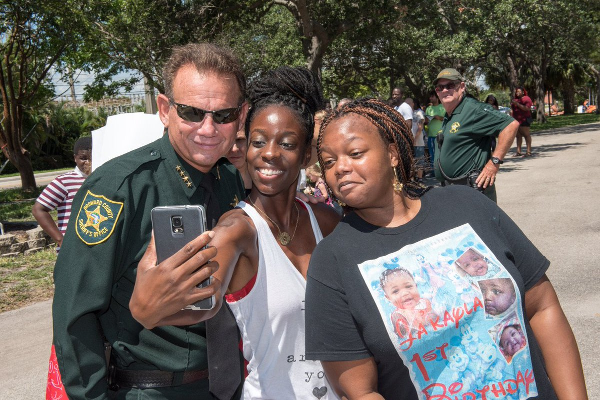 Sheriff Israel is always ready for a selfie! #BSO #SheriffSelfie #NationalSelfieDay<br>http://pic.twitter.com/ienuVggcNF