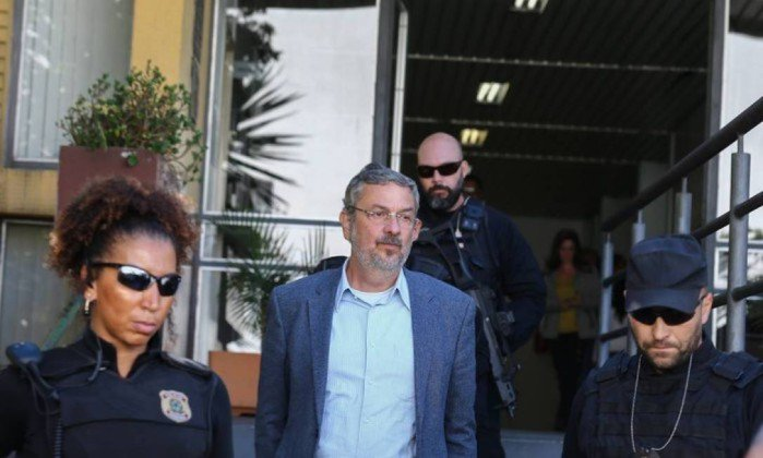 Moro dará sentença de Lula somente após decisão sobre Palocci. https://t.co/OVhmNbBa6C
