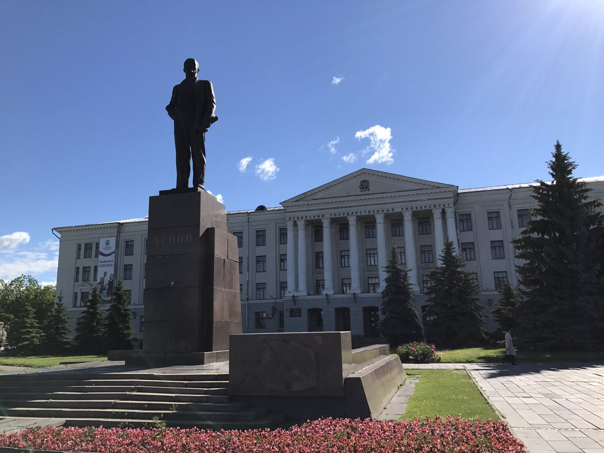 There are still a lot of Lenin statues in Russia (vs Eastern Europe, where they're virtually all gone). This one's in Pskov's central plaza.