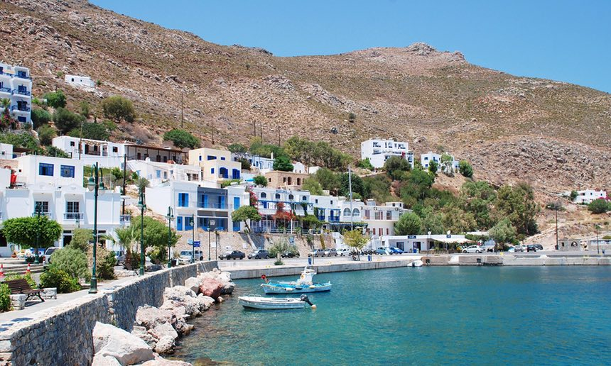 Tilos, Greece: the first island in the Mediterranean to run entirely on #wind and #solar power  http:// bit.ly/2s5F2oB  &nbsp;   via @GuardianAus<br>http://pic.twitter.com/nNh82h8xKZ
