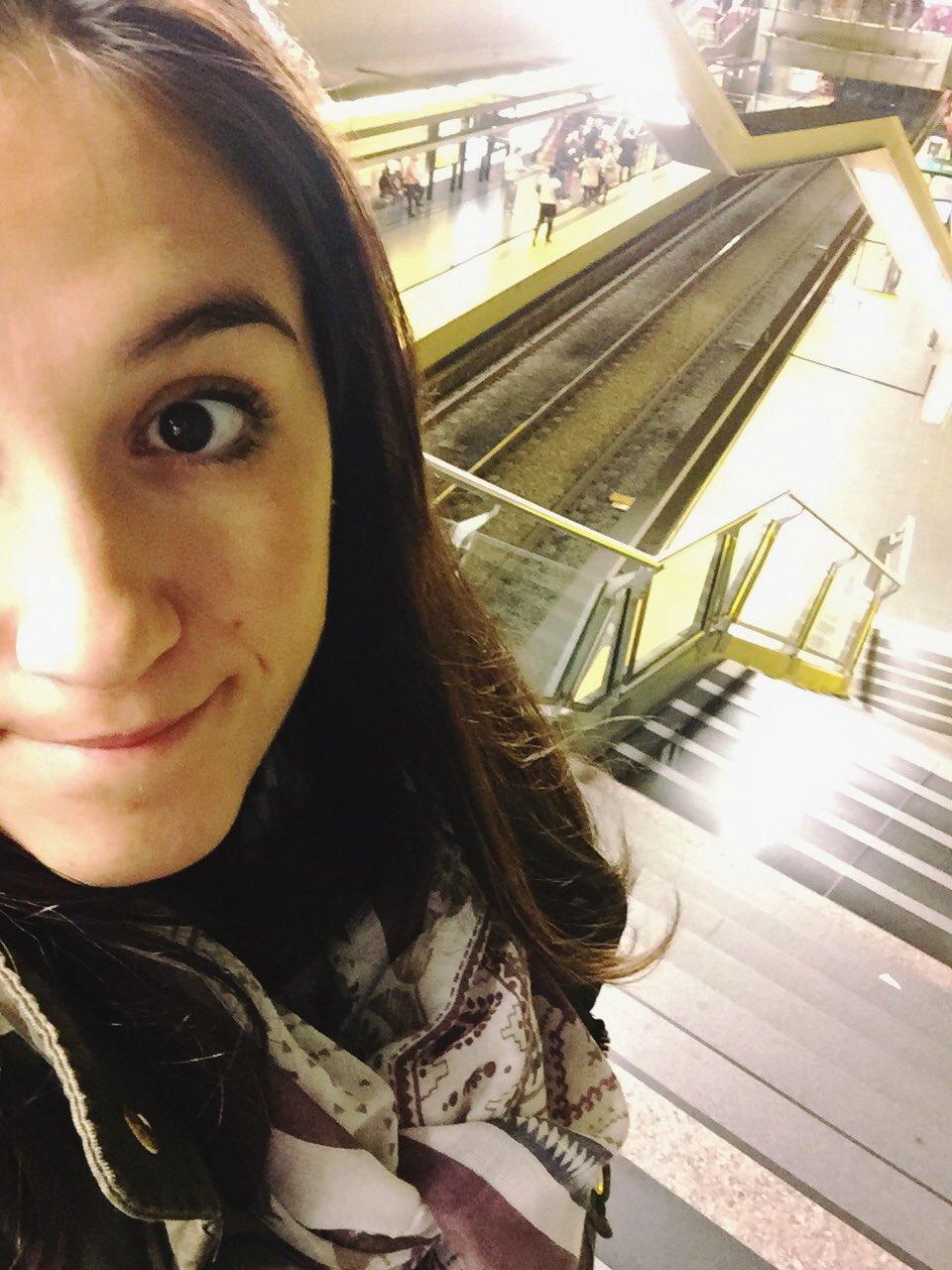Aca esta mi #AgradeSelfie irónica porque no funcionan las escaleras mecánicas del subte casi nunca @horaciorlarreta https://t.co/Jsj2aUM3Nv