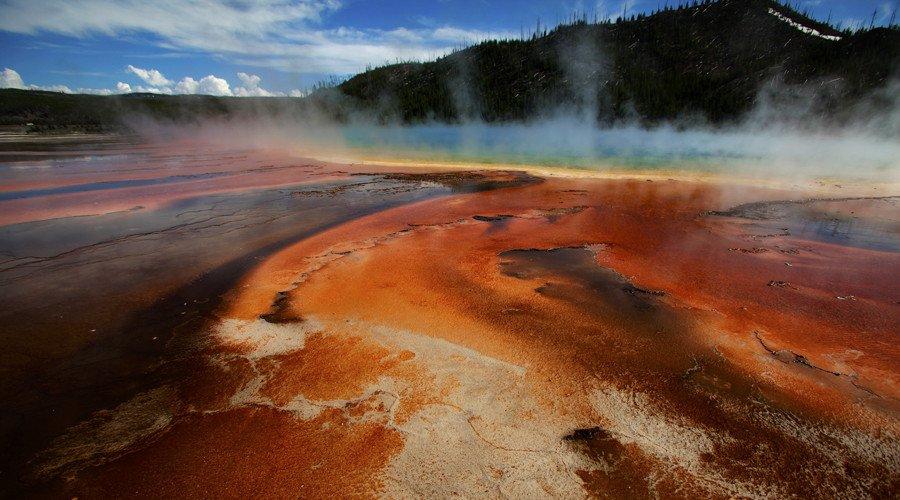 'Swarm' of earthquakes strike #Yellowstone supervolcano https://t.co/9LICCoG1lK