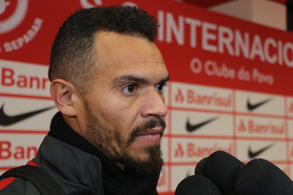 Após polêmica, Ceará e Inter terão reunião para definir futuro de lateral > https://t.co/ubKKI5o8RO