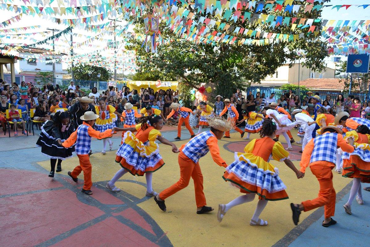 E teve quadrilha e muita dança na festa junina organizada esse ano pela #Promovida, projeto social de Brasília. Lindo de ver! 😍