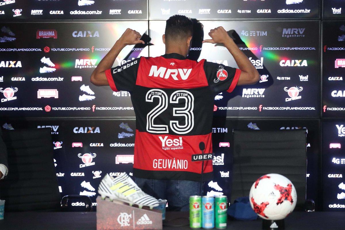 Além das atividades em campo, hoje também foi o dia da apresentação do novo camisa 23 rubro-negro! #VamosFlamengo