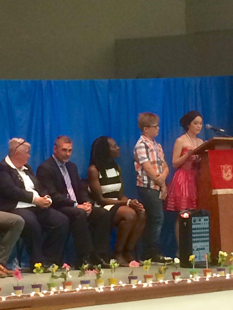 Riverview Elementary school #verdun @lbpsb 2017 graduation ceremony<br>http://pic.twitter.com/jbVn4KpGJU