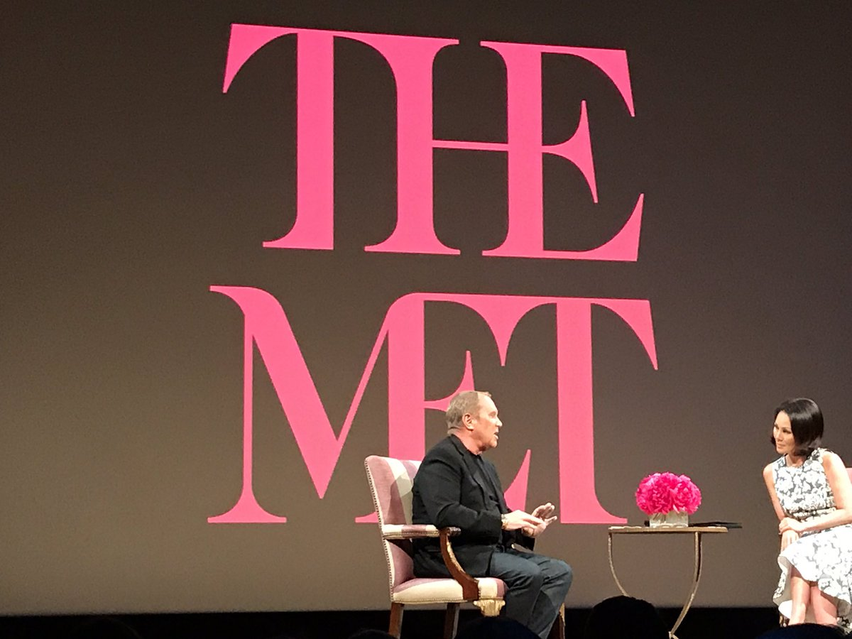 """""""I borrowed a tux and Vera wore a silver leather down jacket that I designed"""" - @MichaelKors on his first #MetGala #KorsxTheMet<br>http://pic.twitter.com/jxOdMlSs5V"""