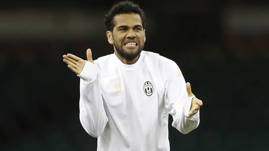 Após 'acordo mútuo', Juventus confirma saída de Daniel Alves https://t...