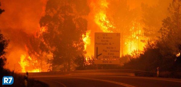 Incêndio em Portugal teve 'mão criminosa', diz bombeiro https://t.co/KdIAbnZ8AP