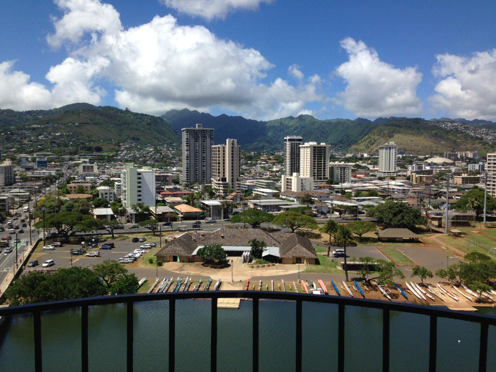 Pretty nice view from the balcony in Honolulu  #plantbio17 #PlantCellWalls<br>http://pic.twitter.com/r9mtfJTsSQ