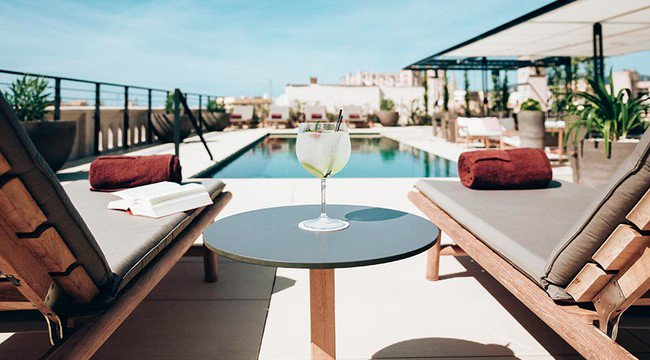 Siete terrazas de hotel para disfrutar del verano en Mallorca https://t.co/S0dItMEE9n https://t.co/ZnjsnjL5Mm