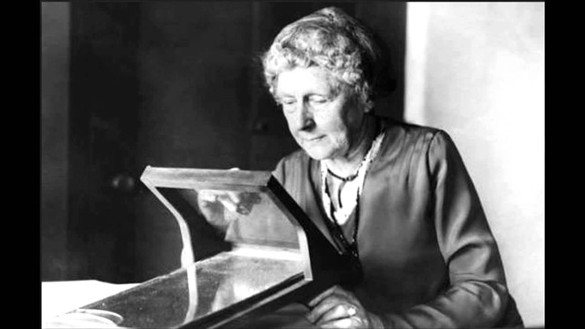 As one of Harvard&#39;s Computers, Annie Jump Cannon manually categorized nearly 350,000 stars with a system she created. #STEM <br>http://pic.twitter.com/Bk0MvxwuHz